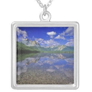 Collier Lac stanley dans les montagnes de dent de scie de