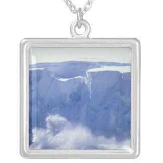 Collier L'Antarctique, baie de paradis, formes de vague