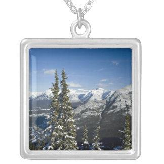 Collier Le Canada, Alberta, Banff. Vues de la vallée d'arc