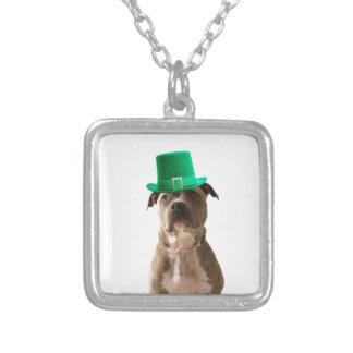 Collier Le jour de pitbull de chien de St Patrick mignon