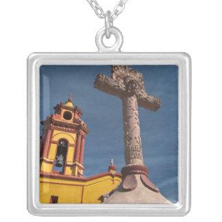 Collier Le Mexique, Bernal. Vue d'Iglesia De San Sebastian