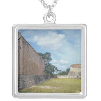 Collier Le mur de la cour de boule