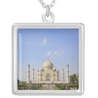Collier Le Taj Mahal, un mausolée situé à Âgrâ, Inde,