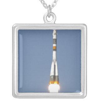 Collier Le vaisseau spatial de Soyuz TMA-12