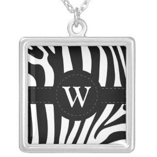 Collier Le zèbre barre la coutume initiale du monogramme W