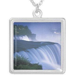 Collier Les Etats-Unis, New York, chutes du Niagara.