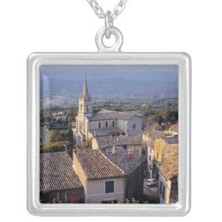 Collier L'Europe, France, Bonnieux. Chutes de lumière de