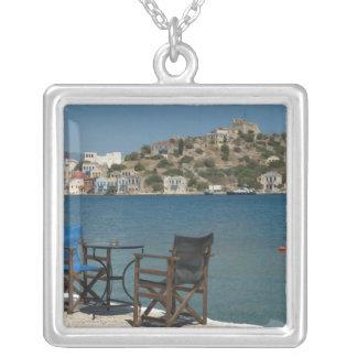 Collier L'Europe, Grèce, Kastellorizo : chaises sur le