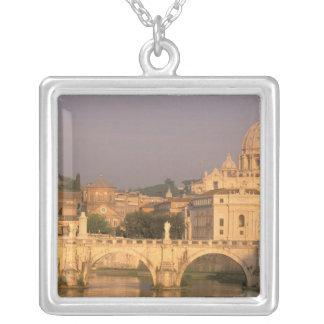 Collier L'Europe, Italie, Rome, Vatican. Basilique San