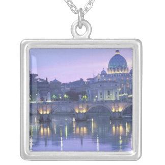 Collier L'Europe, Italie, Rome, Vatican. St Peter et