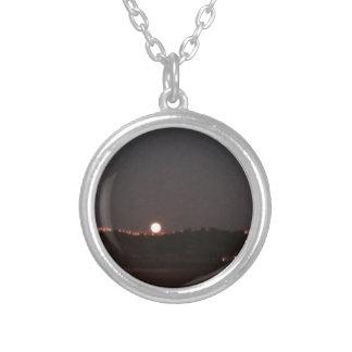 Collier Lever de la lune sur les collines