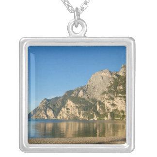 Collier L'Italie, Riva del Garda, policier de lac, bâti