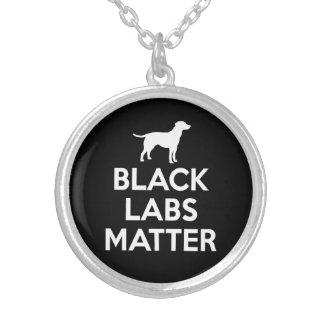 Collier Matière noire de laboratoires