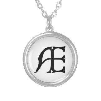 Collier Monogramme des EA - initiales EA dans les lettres