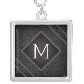 Collier Monogramme en pierre noir graveleux moderne de