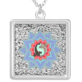 Collier . : : MoonDreams : :. Mandala argenté de Koi Lotus