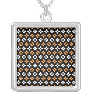Collier Motif à motifs de losanges orange-clair et blanc