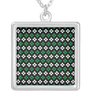 Collier Motif à motifs de losanges vert et blanc de Kelly