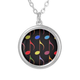 Collier motif coloré de notes musicales