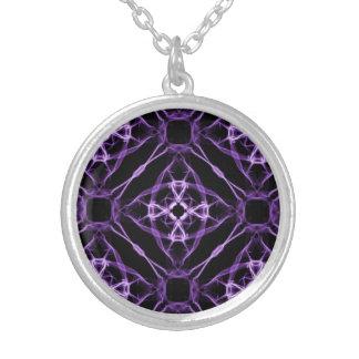 Collier Motif géométrique pourpre de diamant