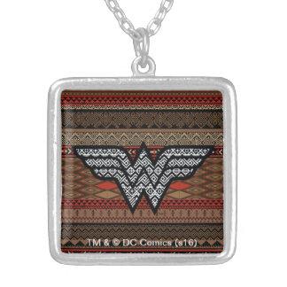 Collier Motif tribal de femme de merveille
