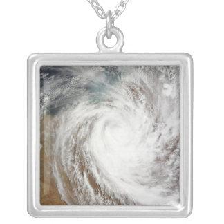 Collier Mouvements de Laurence de cyclone loin à intérieur