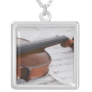 Collier Musique de violon et de feuille