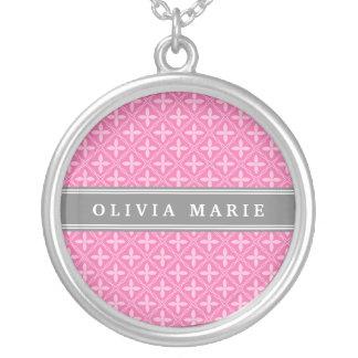Collier Nom floral rose de gris de motif de treillis