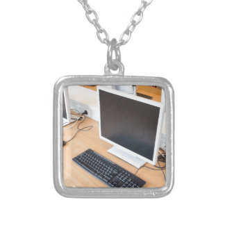 Collier Ordinateur de bureau dans la classe d'ordinateur