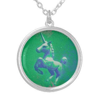 Collier ou pendentif de licorne (rougeoyant vert)