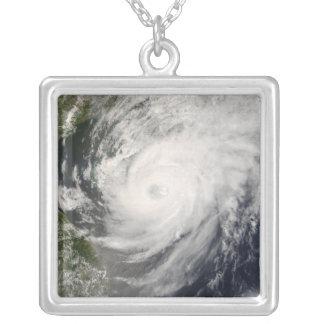 Collier Ouragan Neoguri approchant la Chine