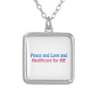 Collier Paix et amour et soins de santé pour tous