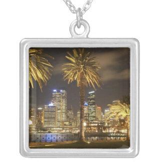 Collier Palmiers et CBD la nuit, Sydney, nouveau sud