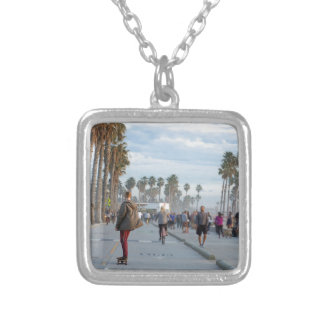 Collier patinage à la plage de Venise