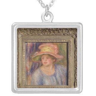 Collier Pierre une femme de Renoir | avec un casquette