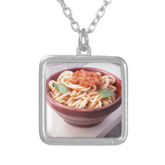 Collier Plan rapproché cuit de spaghetti sur un support en