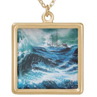 Collier Plaqué Or Bateau en mer dans la tempête