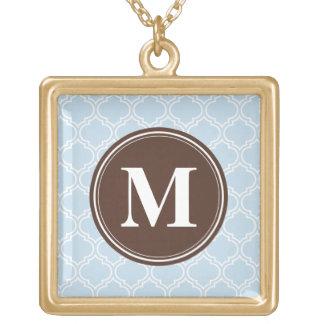 Collier Plaqué Or Motif décoré d'un monogramme de treillis de bleus