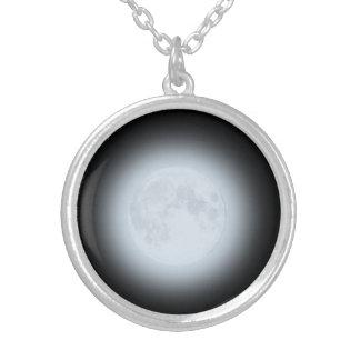Collier Pleine lune rougeoyante sur le noir