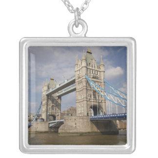 Collier Pont de tour et Tamise, Londres,