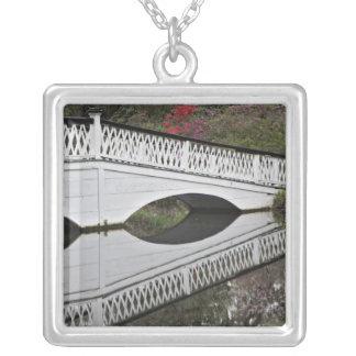 Collier Pont réfléchissant sur l'étang, magnolia