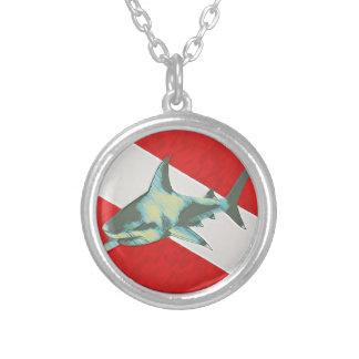 Collier requin de drapeau de plongée