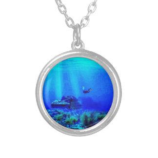 Collier rond de bleus de mer profonde