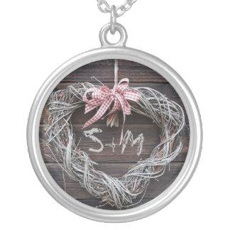 Collier rustique d'initiale de monogramme de coeur