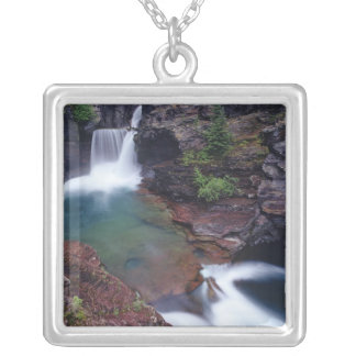Collier St Mary tombe en parc national de glacier dedans