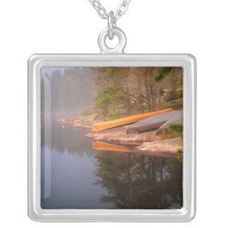 Collier Terrain de camping brumeux de canoë, lac Kawnipi,