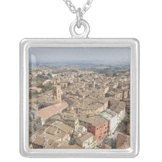 Collier Tir large de la ville de colline de Sienne,