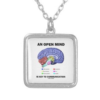 Collier Un esprit ouvert est principal à la communication