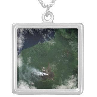 Collier Volcan d'Ulawun de sommet de New Britain