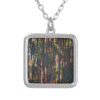 Collier Vue par la forêt foncée